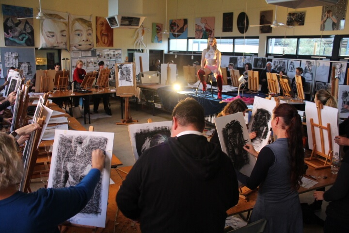 Bambi la Belle poses for artists at Shenton College, with Andy Quilty